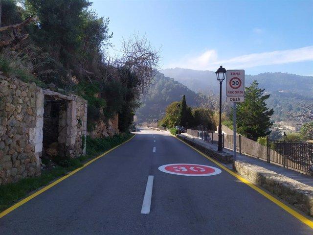 Nueva señalización en la carretera principal de Deià.