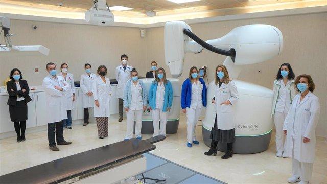 Equipo de Oncología Radioterápica y Física Médica del Hospital Ruber Internacional con CyberKnife M6