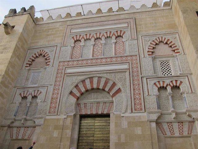 Una de las puertas de la Mezquita-Catedral de Córdoba, en una imagen de archivo.