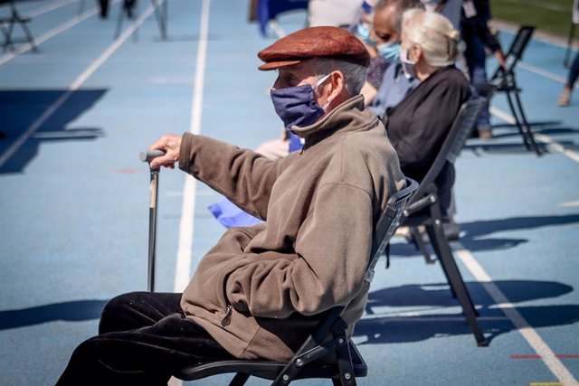 28 September 2021, Chile, Concepcion: Elderly people wait to receive the Sinovac Coronavirus vaccine on the first day of mass vaccination, at a vaccination centre mounted at the Ester Roa stadium. Photo: Camilo Castro/Agencia Uno/dpa