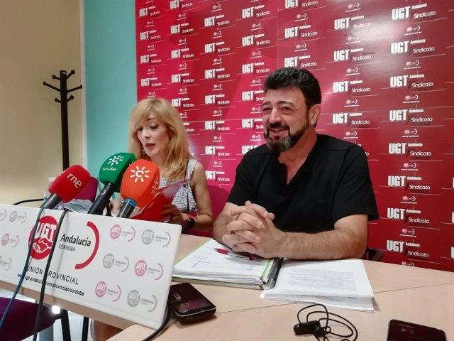 Vicente Palomares junto a Carmen Castilla en la sede de UGT en Córdoba, en una imagen de archivo.