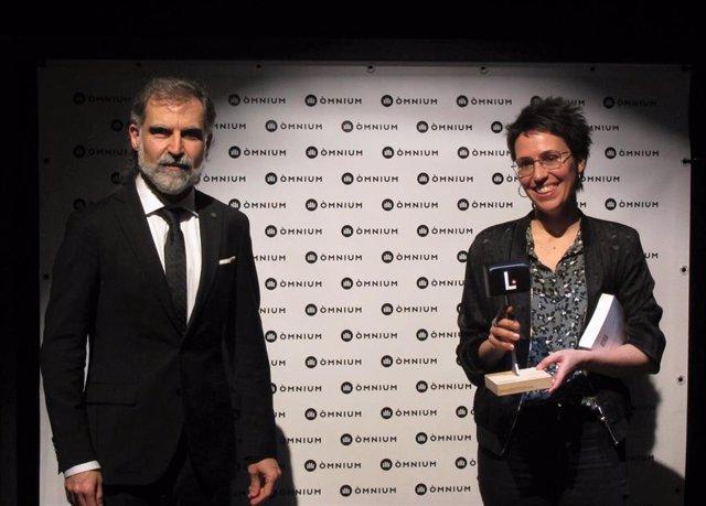 El presidente de Òmnium Cultural Jordi Cuixart y la escritora Eva Baltasar