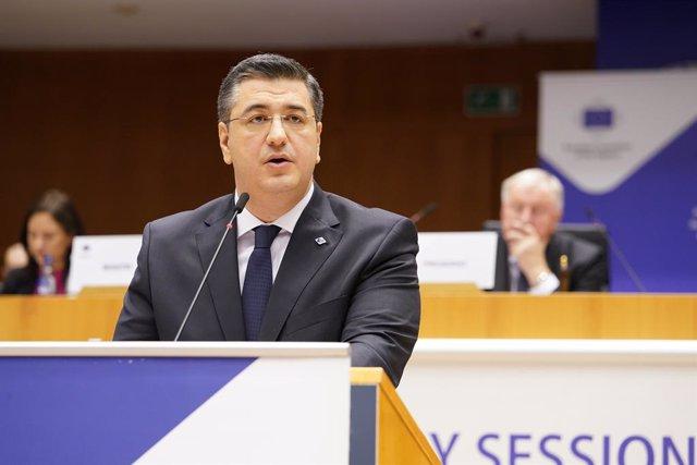 Foto de archivo del presidente del Comité de las Regiones de la UE, Apostolos Tzitzikostas, durante una rueda de prensa en el marco de la sesión plenaria 138 del Comité, en la que fue elegido presidente en Bruselas (Bélgica) a 12 de febrero de 2020.