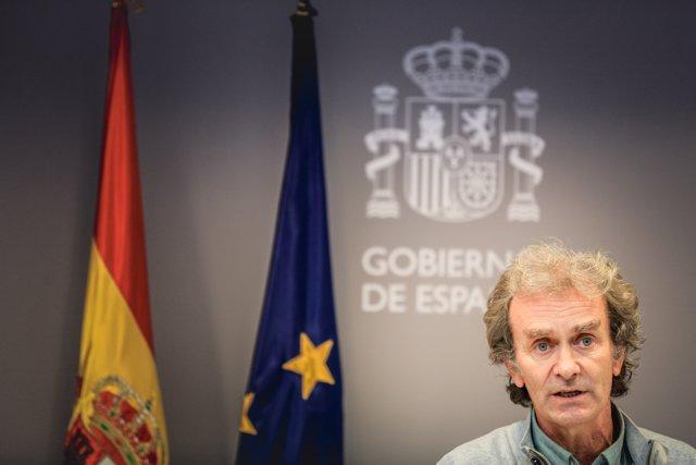 El director del Centro de Coordinación de Alertas y Emergencias Sanitarias (CCAES), Fernando Simón durante la rueda de prensa.