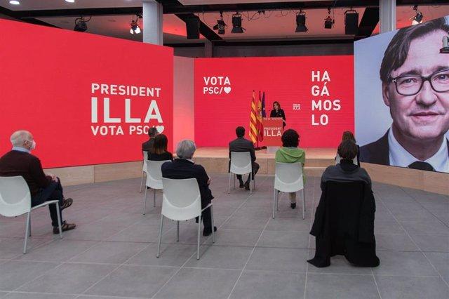 La vicepresidenta cuarta del Gobierno y ministra para la Transición Ecológica y el Reto Demográfico, Teresa Ribera, en un acto de campaña con el candidato del PSC a las elecciones catalanas, Salvador Illa.