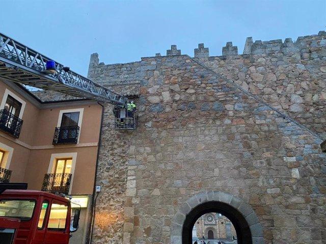 Intervención por un leve desprendimiento en la muralla de Ávila.