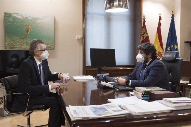 Foto/El Presidente De La Comunidad, Fernando López Miras , Se Reúne Con El Consejero De Salud, Juan José Pedre Ño