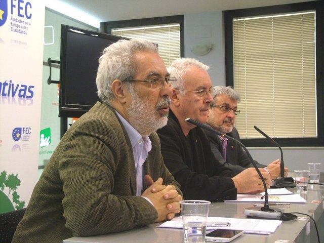 El cabeza de lista de la candidatura 'La Izquierda necesaria' a la Asamblea Federal de IU, José Antonio García Rubio, en una imagen de archivo junto al excoordinador federal de l formación Cayo Lara.