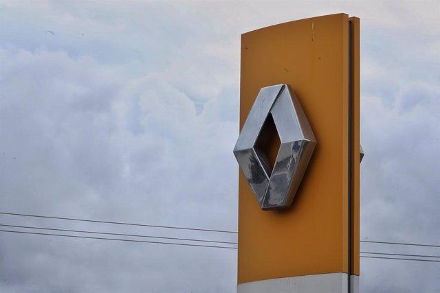 Logo de Renault en un concesionario