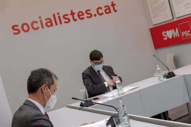 El candidato socialista a las elecciones catalanas, Salvador Illa, y el ministro de Ciencia e Innovación, Pedro Duque.
