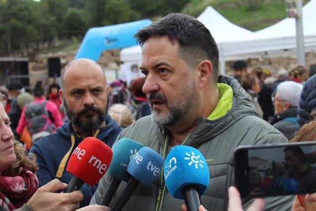 El eurodiputado de IU, Manu Pineda, en declaraciones a los perioditas en Málaga