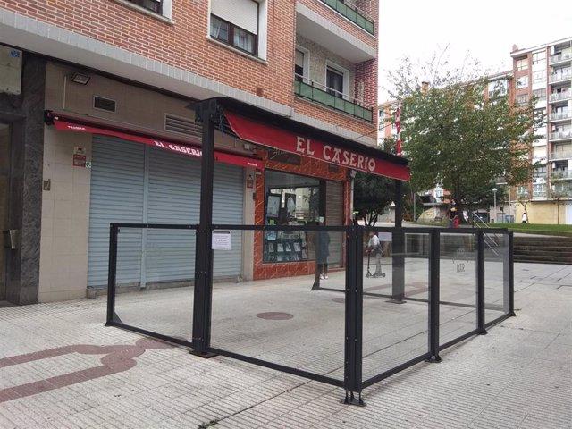 Bar con terraza cerrado en Barakaldo (Bizkaia).