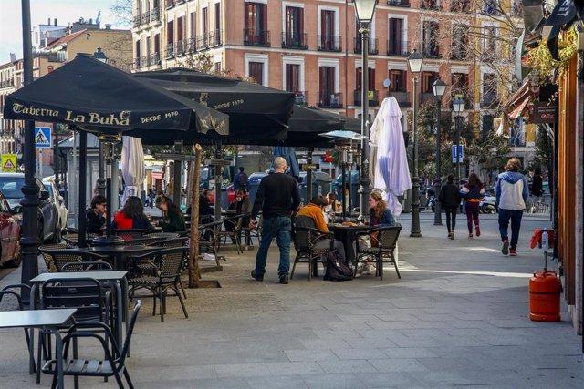 Terraza del restaurante La Buhá en el distrito de La Latina en Madrid