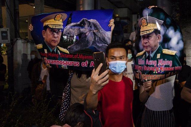 Protestas en Bangkok por el golpe de estado en Birmania.