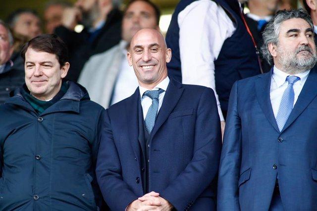 El presidente de la RFEF Luis Rubiales y José Manuel Rodriguez Uribes, ministro de Cultura y Deportes, en la final de la Supercopa