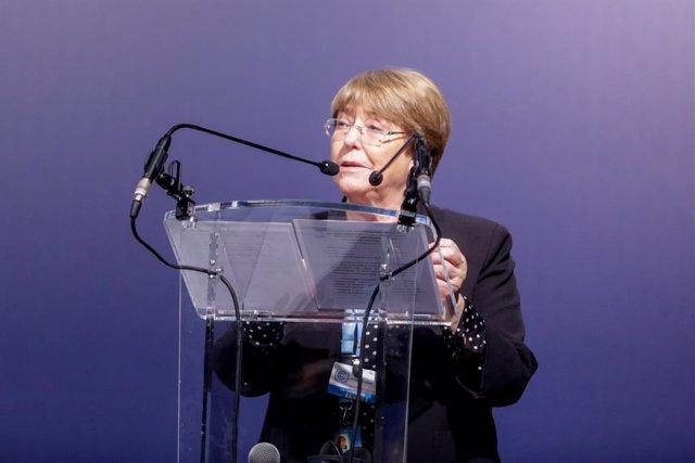 La Alta Comisionada de Naciones Unidas para los Derechos Humanos, Michelle Bachelet, interviene en un acto en el que jóvenes activistas climáticos piden una acción urgente sobre la crisis climática en la Cumbre del Clima, en Madrid (España) a 9 de diciemb