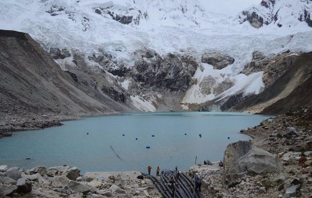 Lago Palcacocha, al pie del glaciar Palcaraju