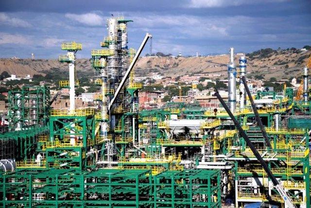 Petroperú coloca 1.000 millones de dólares en mercados internacionales para financiar la refinería Talara