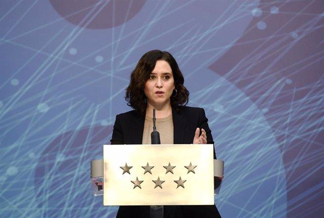 La presidenta de la Comunidad de Madrid, Isabel Díaz Ayuso, interviene durante el acto de presentación de la finalización de los trabajos para la llegada de la fibra óptica a los municipios de menos de 2.500 habitantes, en Madrid, (España), a 5 de febrero