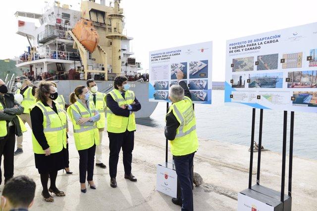 El presidente de la Comunidad, Fernando López Miras, visitó hoy la obra de ampliación del Muelle Príncipe Felipe de Escombreras, Cartagena, para la carga de Gas Natural Licuado