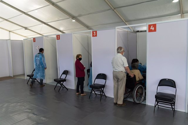 03 February 2021, Chile, Santiago: Elderly people prepare to receive a dose of the Sinovac Coronavirus vaccine on the first day of mass vaccination, at a vaccination centre mounted at the Bicentenario Stadium. Photo: Matias Basualdo/ZUMA Wire/dpa