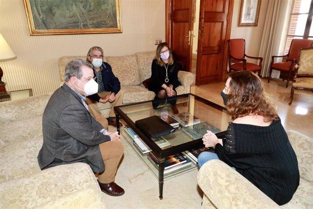 La presidenta del Govern, Francina Armengol, recibe en audiencia a la Unión de Jubilados y Pensionistas de UGT Baleares.