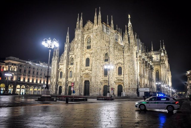 01 January 2021, Italy, Milan: A general view of the empty space in fornt of the Duomo di Milano during the muted New Year's celebrations amid the coronavirus pandemic. Photo: Claudio Furlan/LaPresse via ZUMA Press/dpa