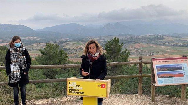 Les candidates de la CUP el 14-F Laia Estrada i Júlia Urgell. A Gandesa (Tarragona), el 5 de febrer del 2021.