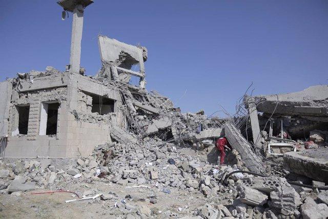 Bombardeo de la coalición liderada por Arabia Saudí contra un centro de detención gestionado por los huthis en Yemen