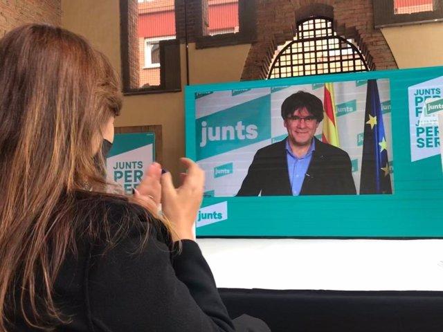 La candidata de Junts a les eleccions, Laura Borràs, amb l'expresident Carles Puigdemont
