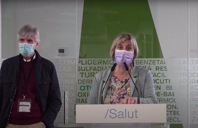 La consellera de Salud de la Generalitat, Alba Vergés, con el secretario de Salud Pública de la Generalitat, Josep Maria Argimon, en rueda de prensa en los laboratorios de Reig-Jofre en Sant Joan Despí (Barcelona).