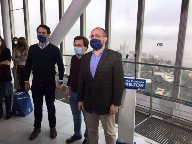 El secretario general del PP, Teodoro García Egea, el alcalde de Madrid, José Luis Martínez-Almeida, y el candidato del PPC al 14F, Alejandro Fernández, en un acto de campaña en Barcelona