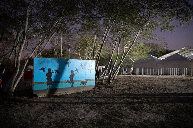 Un mural cerca de un campamento de migrantes en el estado de Tamaulipas, en México.