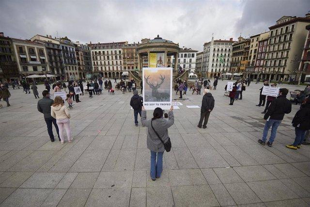 Concentración contra la caza en Pamplona