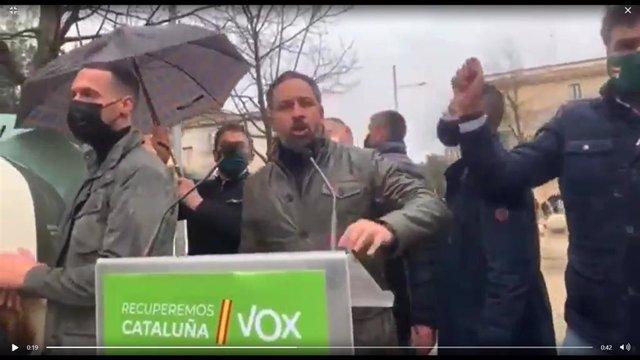 Lanzan objetos contra Abascal (Vox) durante un acto en Salt (Girona)