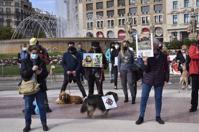 Concentració contra la caça a Barcelona