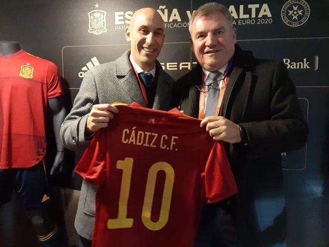 El presidente de la RFEF, Luis Rubiales, y el presidente del Cádiz CF, Manuel Vizcaíno