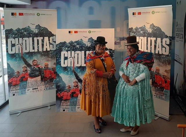 Dos de las protagonistas de la película documental 'Cholitas'