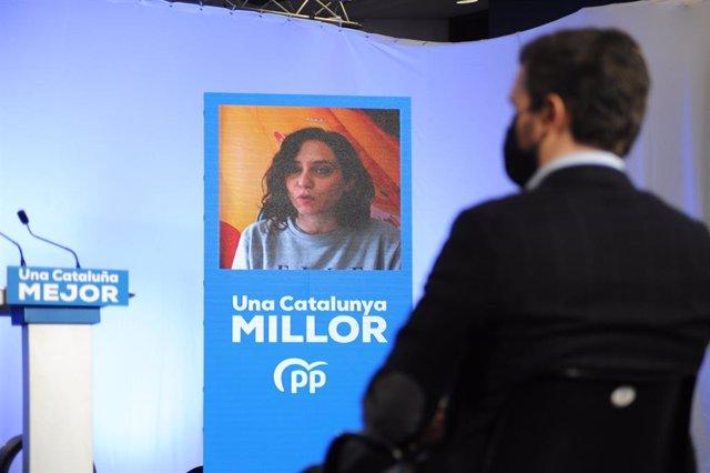 La presidenta de la Comunitat de Madrid, Isabel Díaz Ayuso intervé per videoconferència durant un acte central de campanya electoral a l'Hospitalet de Llobregat a Barcelona, Catalunya (Espanya), 7 de febrer del 2021.