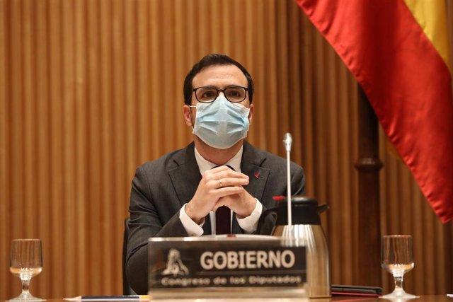 El ministro de Consumo, Alberto Garzón, comparece en la Comisión de Sanidad y Consumo celebrada en el Congreso de los Diputados, en Madrid, (España), a 27 de enero de 2021.