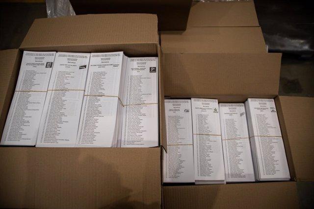 Paperetes per a les eleccions del 14F.