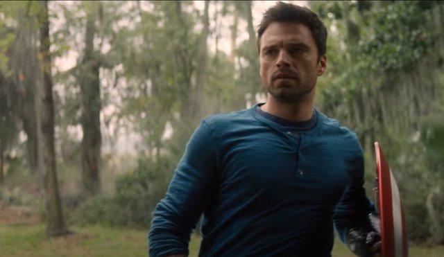Bucky con el escudo de Capitán América en Falcon y El soldado de Invierno