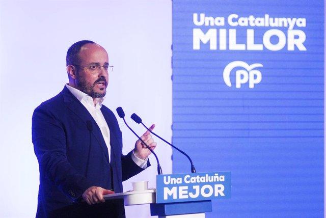 El candidat del Partit Popular a les eleccions catalanes del 14-F, Alejandro Fernández, en un acte de campanya.