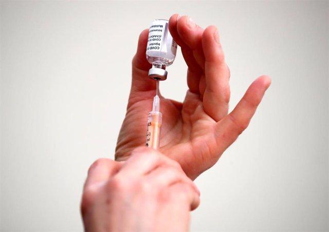 Una dosis de la vacuna de la farmacéutica AstraZeneca