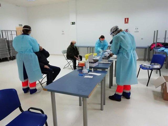 Realización de test de antigenos del Covid-19 en un municipio cordobés en una imagen de archivo.