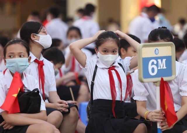 Ceremonia de apertura de un centro escolar de Hanói, la capital de Vietnam.