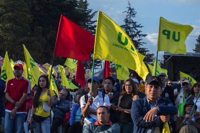 Simpatizantes del partido político Unión Patriótica (UP) de Colombia.