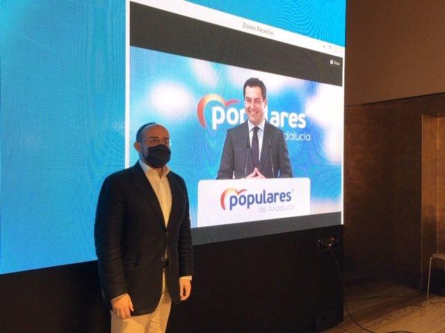 El candidat del PP a les eleccions catalanes del 14-F, Alejandro Fernández, i el president de la Junta d'Andalusia, Juan Manuel Moreno (per videoconferència), en un acte a Barcelona.