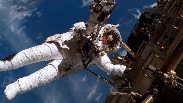 Paseo espacial de un astronuata de la ESA