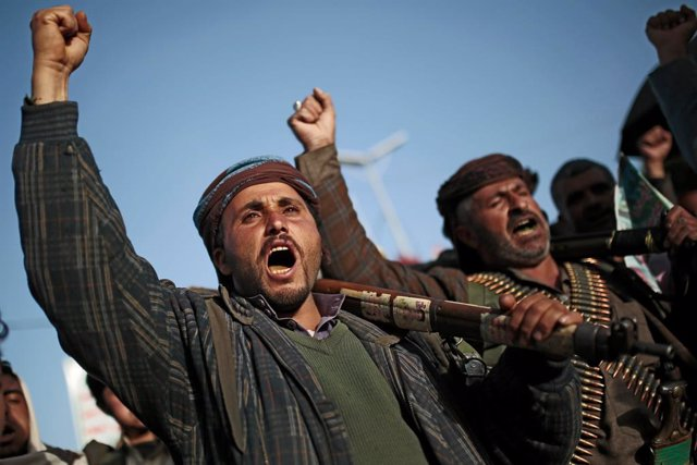 25 January 2021, Yemen, Sanaa: Houthi supporters chant slogans as they attend a rally against the United States over its decision to designate the Houthi rebels movement as a foreign terrorist organization. Photo: Hani Al-Ansi/dpa